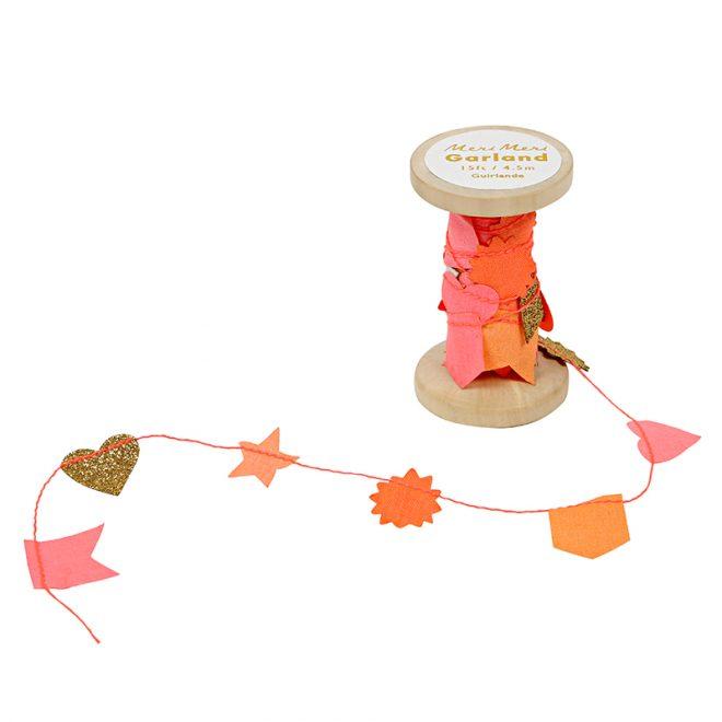 Meri Meri | slinger roze op houten klos